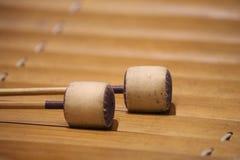 De xylofoon is een muzikaal instrument in de percussiefamilie die uit houten bars bestaat royalty-vrije stock foto