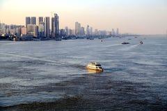 De Yangtze-rivier in Wuhan-stad royalty-vrije stock foto's