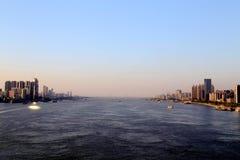 De Yangtze-rivier in Wuhan-stad stock foto