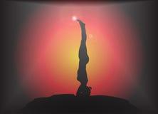 De yoga Rechte Headstand stelt Glansachtergrond Stock Afbeeldingen