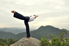 De Yoga van de bergtop Royalty-vrije Stock Foto's