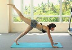 De yoga van de vrouwenoefening Royalty-vrije Stock Afbeelding