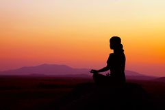 De Yoga van de zonsopgang Royalty-vrije Stock Afbeeldingen
