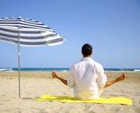 De yoga van het strand Royalty-vrije Stock Afbeeldingen