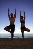 De yoga van het strand stock foto's