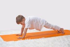 De yoga van kinderen. Royalty-vrije Stock Foto