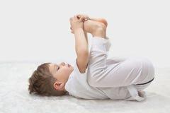 De yoga van kinderen. Royalty-vrije Stock Foto's