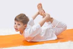 De yoga van kinderen. Stock Afbeelding