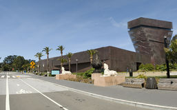 De Young Museum con la calle Fotografía de archivo