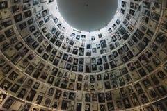 De Zaal van Namen in de de Holocaust Herdenkingsplaats van Yad Vashem in Jeruzalem, Israël, die enkele 6 miljoen Joden herinneren Stock Foto