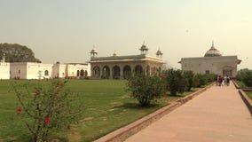 De zaal van Priv? Publiek Diwan I wordt Khas in historisch Rood Fort geconstrueerd van wit marmer, Delhi, India, 4K-lengte stock footage