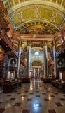 De Zaal van de Prunksaalstaat van de Bibliotheek van Wenen Natianal royalty-vrije stock afbeeldingen