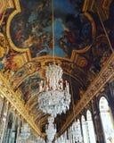 De zaal van spiegels - het Paleis van Versailles stock afbeeldingen
