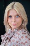 De zachte blonde met blauwe ogen Royalty-vrije Stock Foto's