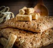 De zaden van het graangewassenbrood stock foto's