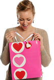 De Zak van de Gift van de Dag van de Valentijnskaart \ 's van de Holding van de vrouw Stock Afbeeldingen