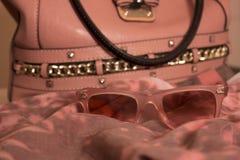 De zak van de luxevrouw met glazen Stock Afbeelding