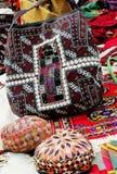 De zak van het borduurwerk en twee schedel-kappen Royalty-vrije Stock Foto's