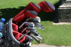 De zak van het golf en reeks clubs stock foto's