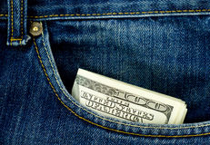 De zak van jeans met honderd dollarsbankbiljetten Royalty-vrije Stock Afbeeldingen