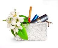 De zak van schoonheidsmiddelen die op witte achtergrond wordt geïsoleerd Stock Foto