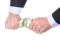 De zaken overhandigen tearing geld stock foto