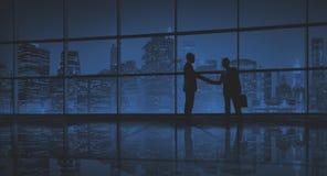 De zakenlieden behandelen het Concept van de Bedrijfshanddrukgroet Royalty-vrije Stock Afbeeldingen
