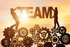 De zakenlieden die woordteam in groepswerkconcept houden vector illustratie