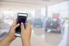 De zakenlieden vertroebelen in de werkplaats onduidelijk beeld van auto Stock Foto's