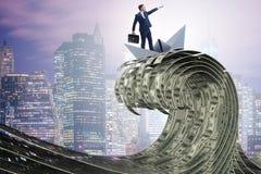 De zakenman berijdende document boot in dollaroverzees stock foto