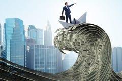 De zakenman berijdende document boot in dollaroverzees royalty-vrije stock foto