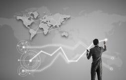 De zakenman die aan het digitale virtuele scherm, globalisering werkt brengt in de war Royalty-vrije Stock Foto's