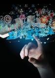 De zakenman die apparaten aansluiten en zaken heeft samen bezwaar 3D Royalty-vrije Stock Foto