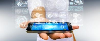 De zakenman die de digitale schermen met 3D hologrammendatas met behulp van geeft terug Stock Foto's