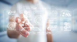 De zakenman die de digitale schermen met 3D hologrammendatas met behulp van geeft terug Stock Afbeelding