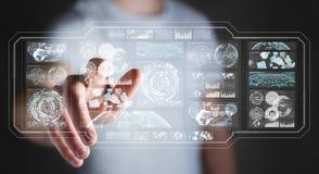 De zakenman die de digitale schermen met 3D hologrammendatas met behulp van geeft terug Royalty-vrije Stock Foto's
