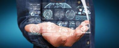 De zakenman die de digitale schermen met 3D hologrammendatas met behulp van geeft terug Stock Foto