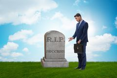 De zakenman die de dood van succes rouwen Stock Foto's