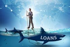 De zakenman die met succes leningen en schulden behandelen stock foto
