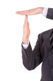 De zakenman die tijd tonen ondertekent uit met handen. Royalty-vrije Stock Foto's