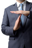 De zakenman die tijd tonen ondertekent uit met handen tegen geïsoleerd Royalty-vrije Stock Foto's