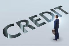 De zakenman die in val van het lenen van schuld en krediet lopen stock foto