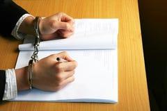 De zakenman dient Handcuffs in Royalty-vrije Stock Fotografie