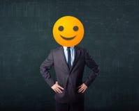 De zakenman draagt geel smileygezicht Royalty-vrije Stock Fotografie