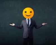 De zakenman draagt geel smileygezicht Royalty-vrije Stock Foto