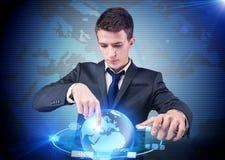 De zakenman dringende knopen in de gegevensverwerking van concept stock fotografie