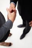 De zakenman en de vrouwen het schudden van het detail handen Royalty-vrije Stock Foto's