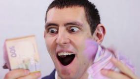 De zakenman is Gelukkig zijn Geld stock videobeelden