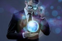 De zakenman in globaal bedrijfsconcept Stock Foto