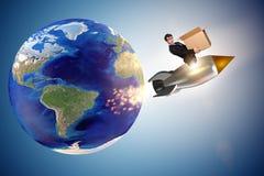 De zakenman in de globale leveringsdienst wereldwijd stock foto's
